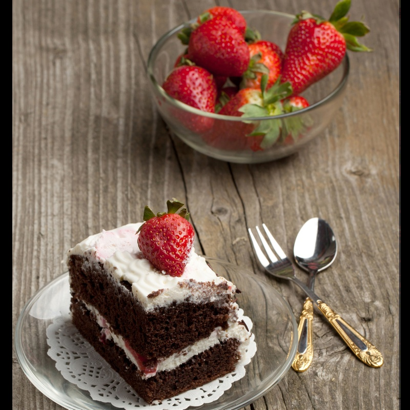 How to make Eggless Chocolate Cake with Strawberries